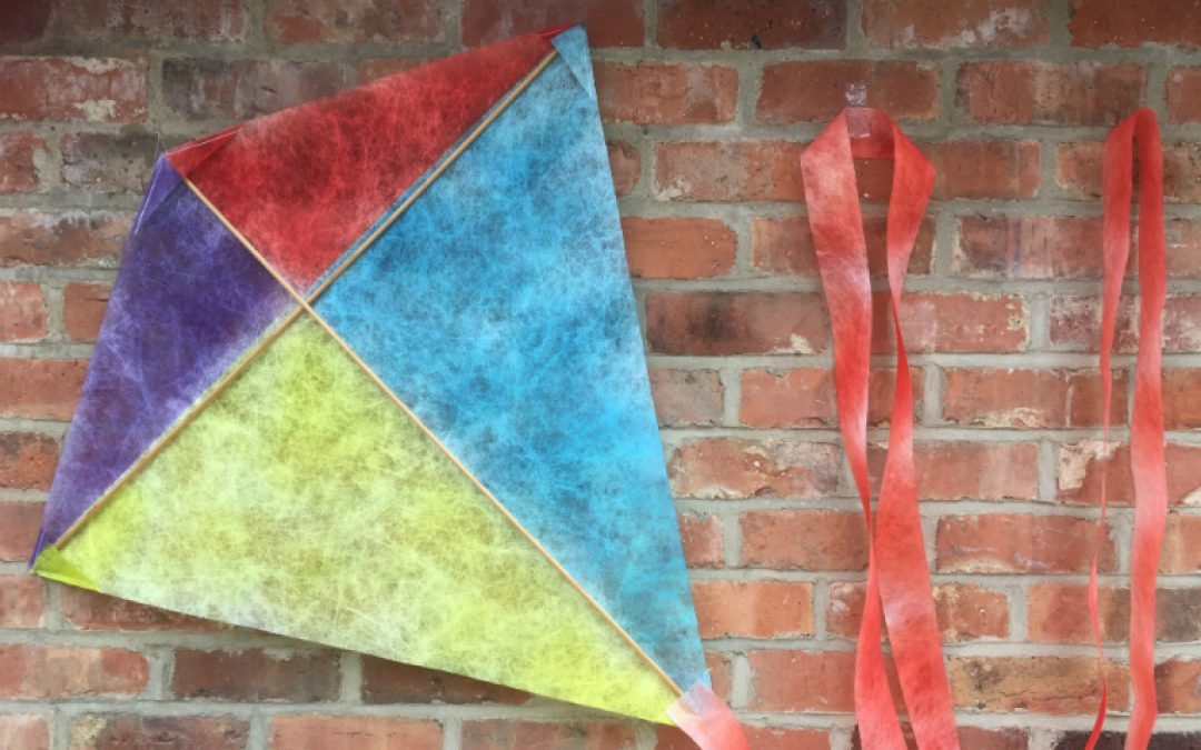 Gift Idea for Fathers' Day – a Lutradur Kite!
